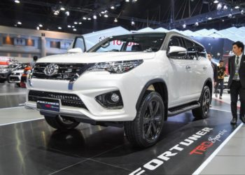 2016-toyota-fortuner-trd-sportivo-thailand-front-side