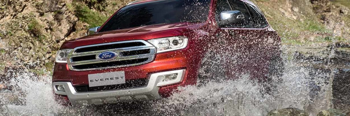 ford-everest-red-front-wading-water