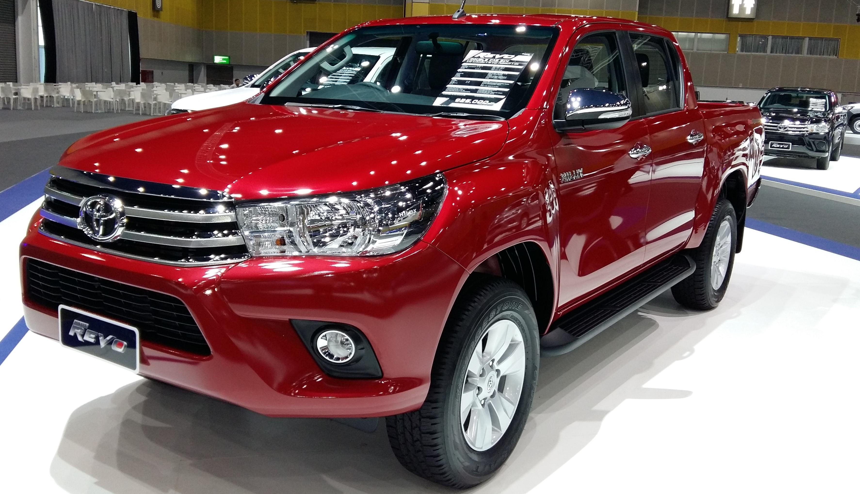 Toyota Hilux Revo Red Show